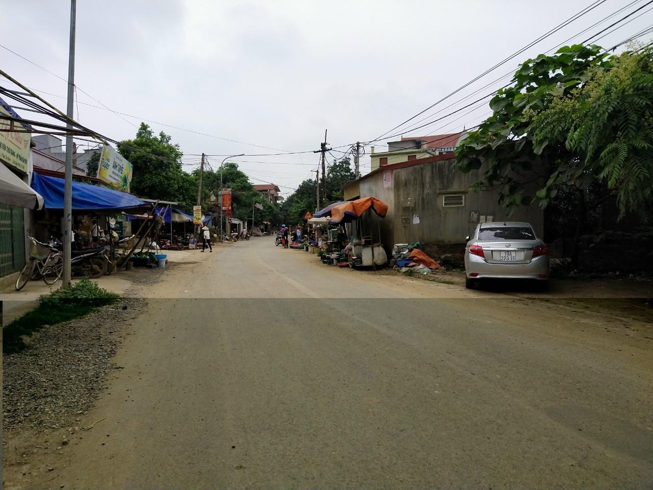 mảnh đất nằm trên mặt đường trục chính liên huyện