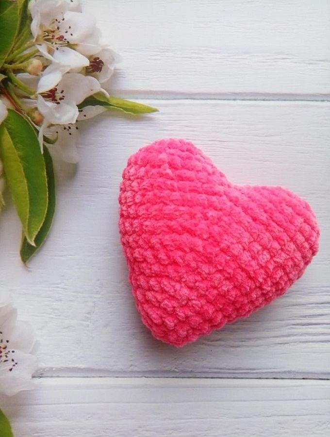 Heart Amigurumi - Free Crochet Pattern - StringyDingDing | 900x680