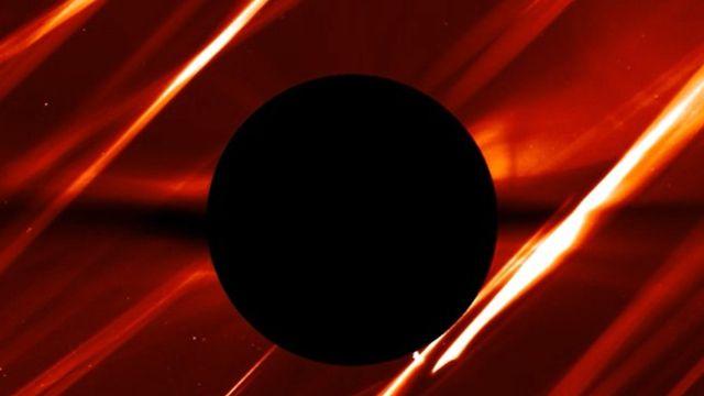 UFO like anomalies and rays of light crossing the Sun  Ufo-sun-space-anomalies