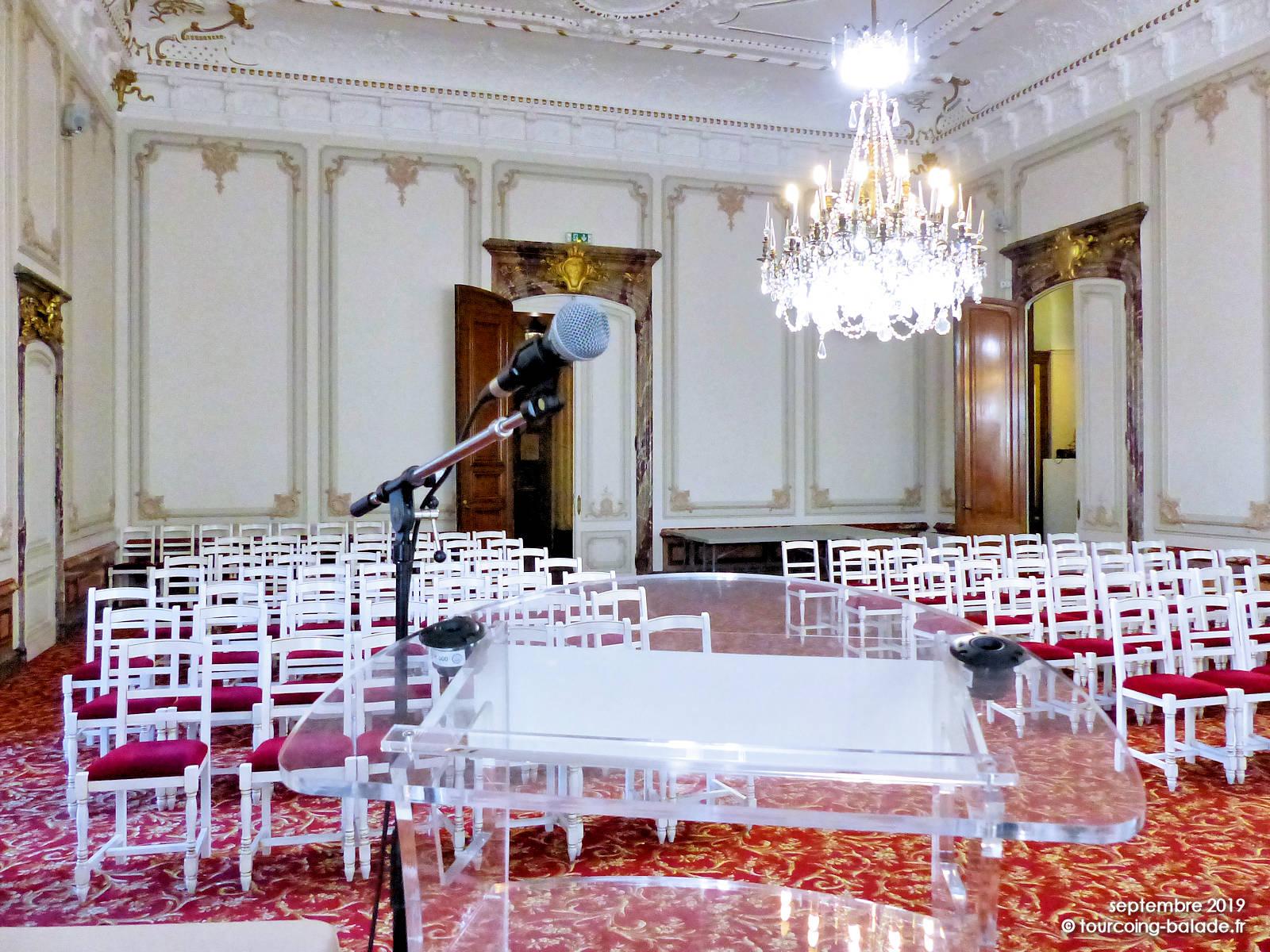 Salle des mariages, Tourcoing - pupitre - 2019