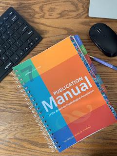APA 7 manual and keyboard