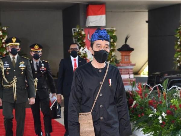Cerita Warga Adat Siapkan Baju Baduy untuk Jokowi