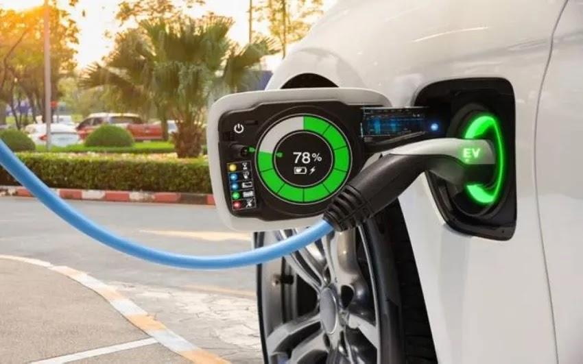 إليك كل ما تحتاج لمعرفته حول بطاريات السيارات الكهربائية