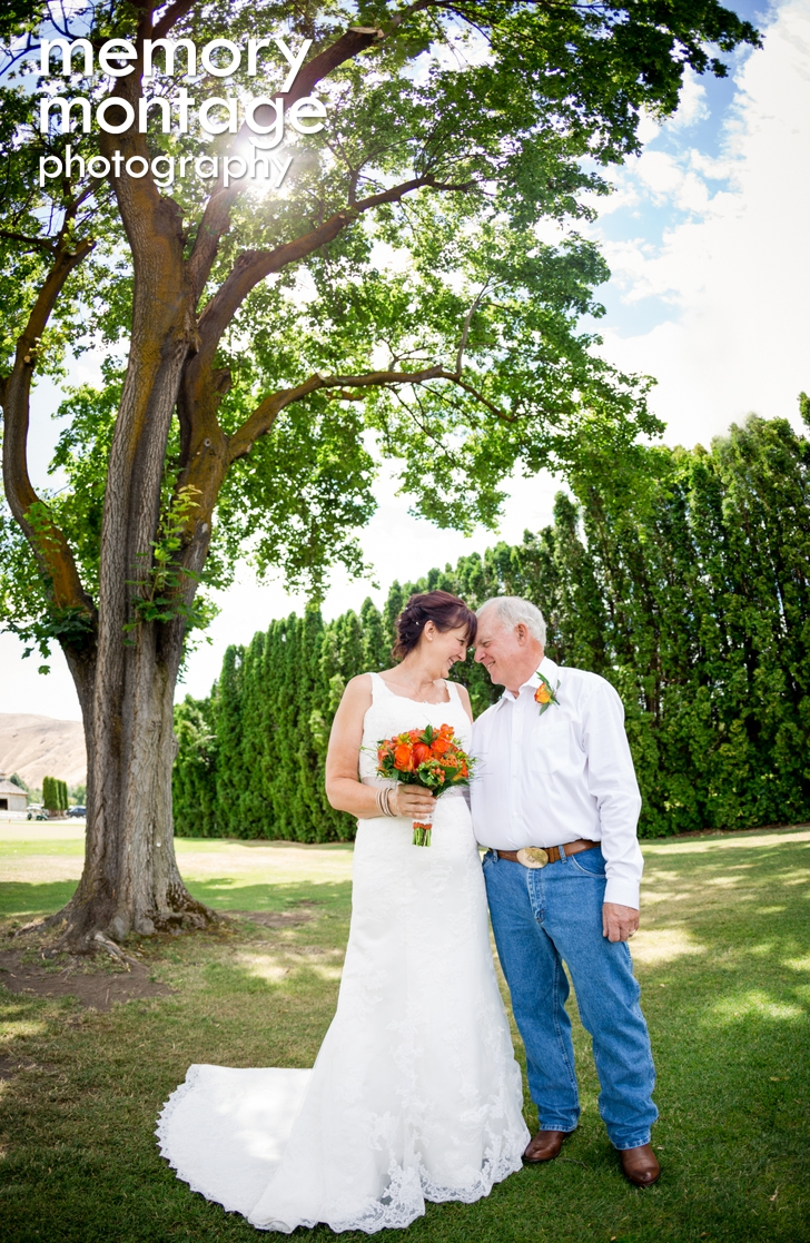 Rustic Wedding at Elks Country Club & Golf Course || Rebecca + Doug title=