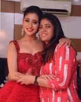 शिवांगी जोशी अपनी माँ के साथ