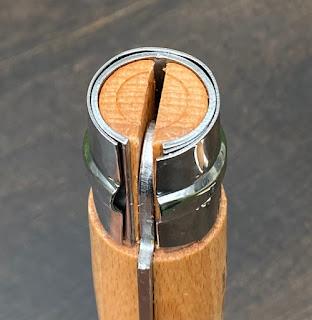 ハンドルにブナ材が使われている