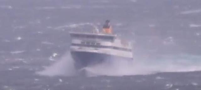 ΜΑΓΚΑΣ Ο ΚΑΠΕΤΑΝΙΟΣ- Βίντεο – σοκ: Η μάχη με τα κύματα του Blue Star Paros