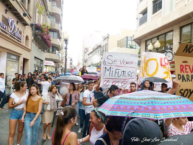 Fotos manifestación contra la reválida en Las Palmas de Gran Canaria