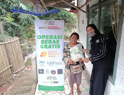 ACT Lampung Salurkan Beras dan 100 Box Makanan
