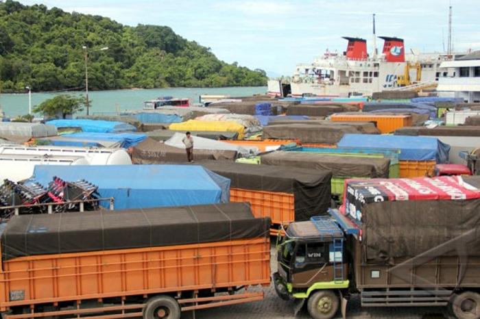 Truk Over Muatan, Mulai Februari 2020 Dilarang Menyeberang Merak