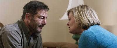Jason Isaacs (Jay) y Martha Plimpton (Gail)