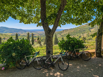 Full carbon road bike rental delivered at Villa Ugo Cortona Tuscany Italy