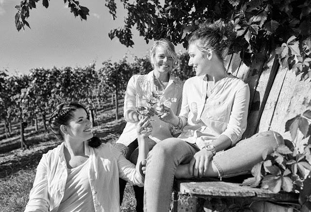 Weinkönigin Kandidatinnen (v. l.) Silvia Orth aus Planig, Katharina Staab aus Oberhausen, Julia Peitz aus Guldental