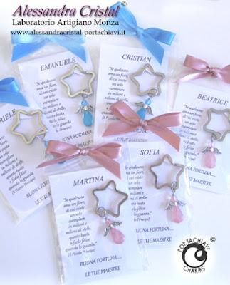 regalini agli alunni dalle maestre portachiavi ciondoli angelo