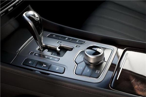 أهمية زيت ناقل الحركة في سيارتك.. ومتى يجب تغييره؟