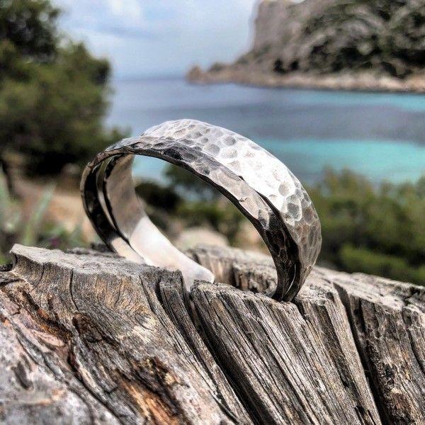 Bracelets joncs petit et moyen modèles de la Collection Erosion by Ruban Rouge Bijoux