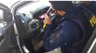 Casal é preso com 10 kg de cocaína escondida em painel de carro na Chapada Diamantina