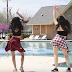 इन दो लड़कियों ने 'बम डिगी बम' गाने पर स्विमिंग पूल में खूब मटकाया बम, देखें वीडियो