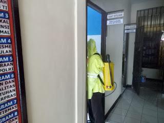 Kembali Lagi, Polsek Menjalin Lakukan Penyemprotan Disinfektan Di Mako Dan Asrama