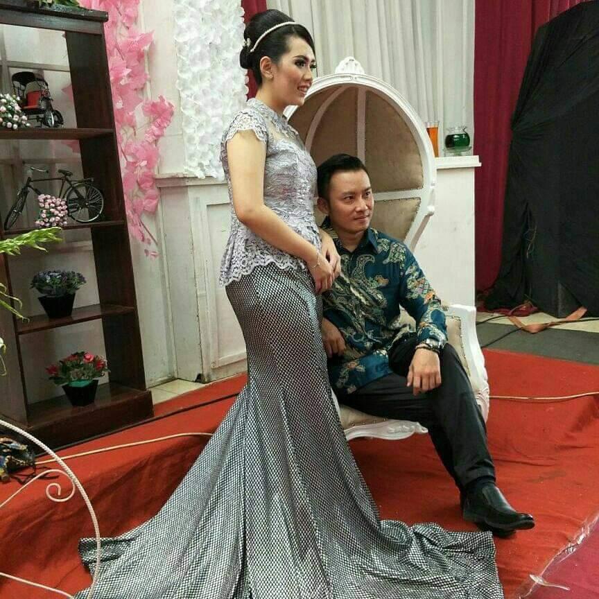pesanan pertama jahit gaun pengantin