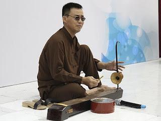 Dan Bau, a unique musical instrument of Viet Nam 5