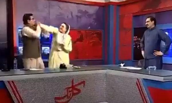 Fight of Firdous Awan and Abdul Qadir in Javed Choudhary's Show KAL TAK