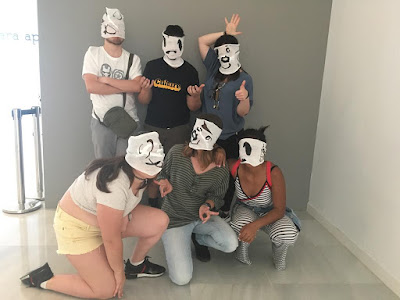 Jóvenes y coordinadoras en el taller de arte