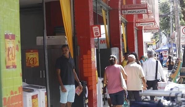 Setor estima crescimento de 2% no Dia dos Namorados, mas teme retração do consumidor devido a instabilidade na política