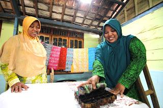 Program Pengembang Industri Kreatif Batik Jonegoroan SKK Migas – EMCL.  Semangat Pantang Menyerah Perempuan Gayam