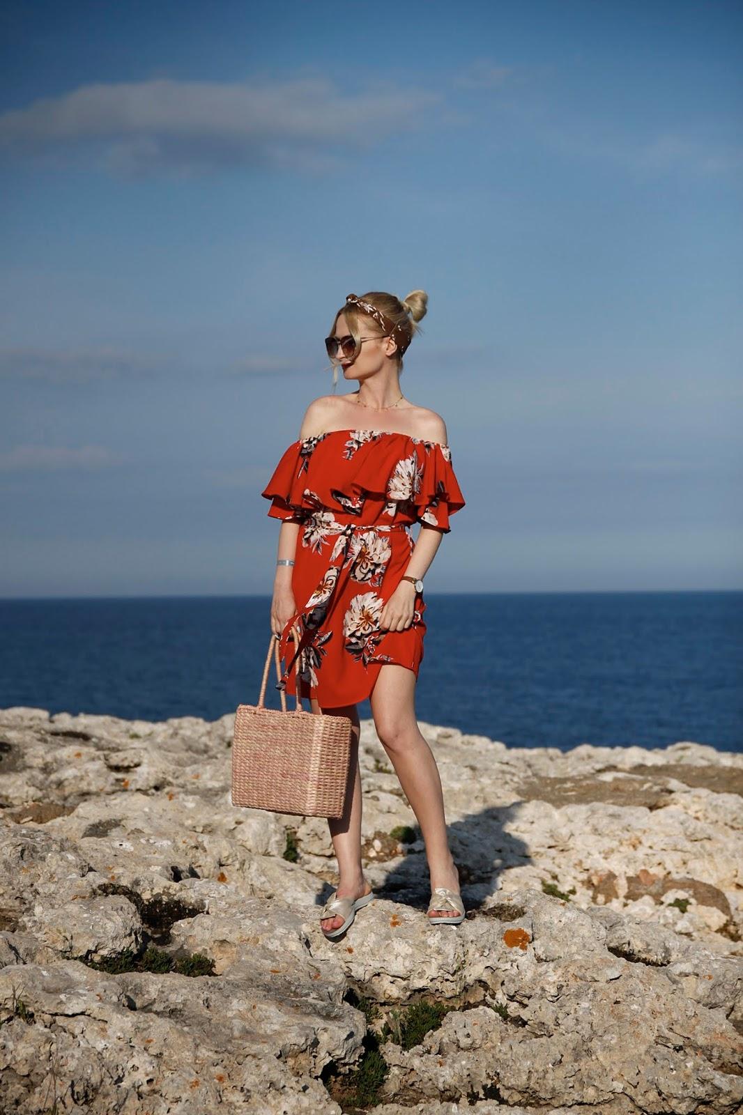 Czerwona Wakacyjna Sukienka