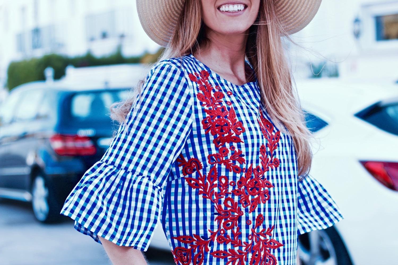 blusa de cuadros azules y blancos