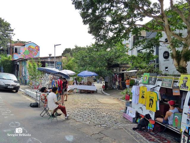 Vista da entrada do famoso Beco do Batman pela Rua Medeiros de Albuquerque - Jardim das Bandeiras - São Paulo