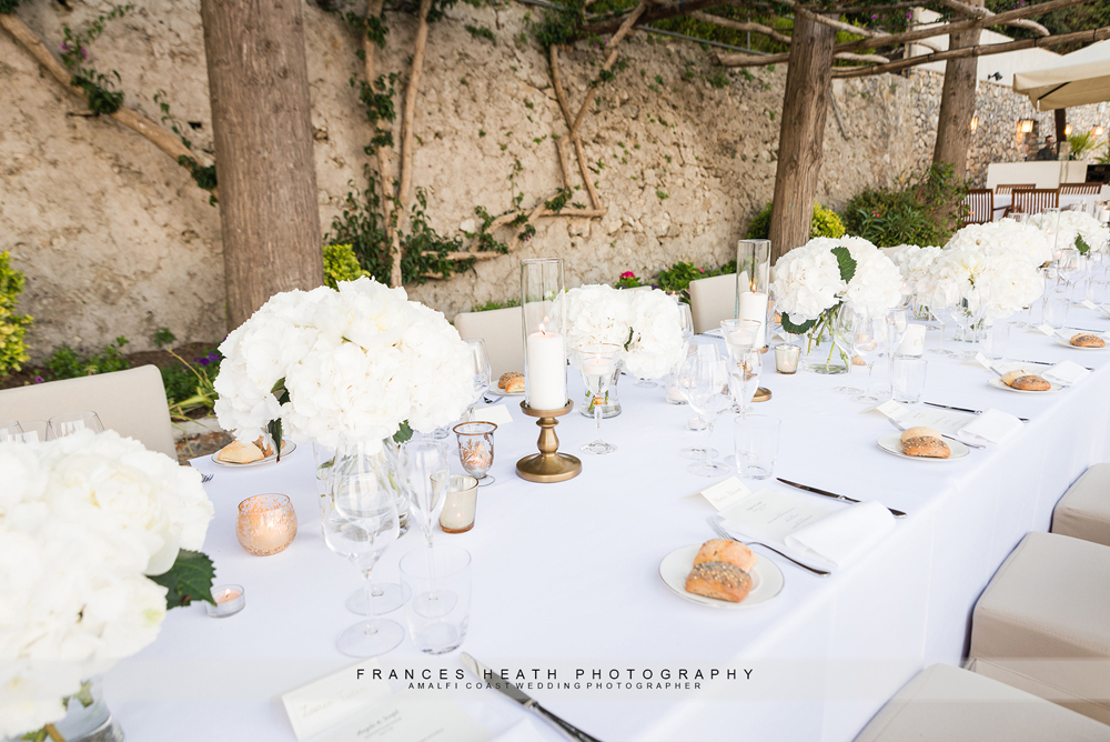 White and gold modern table decorations