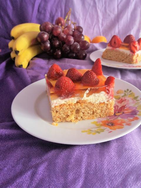 Ciasto marchewkowe z truskawkami i galaretką / Carrot Strawberry Jello Cake