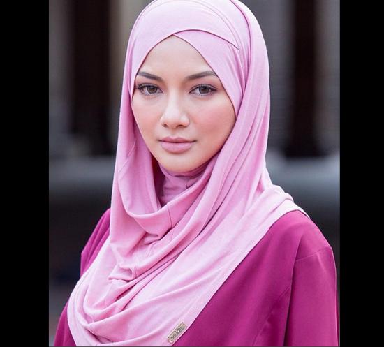 Neelofa, Selebriti Cantik Jelita dari Kelantan