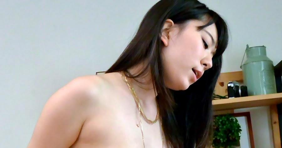 Porno Aing: Pose Pose Ngangkang Memek Tembem Terbalut CD