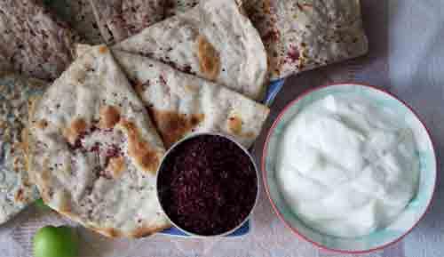 Qutab - salah satu hidangan paling terkenal di negeri ini.