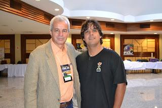 Marco A. Petit ao lado do pesquisador Ataide Ferreira (AMPUP)