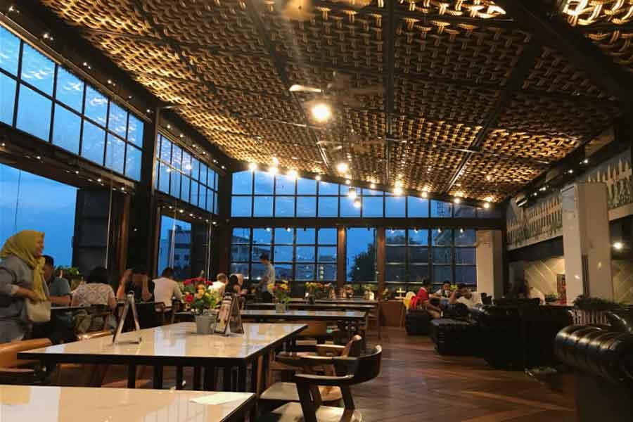 tempat nongkrong asik di Roofpark Cafe and Restaurant bogor