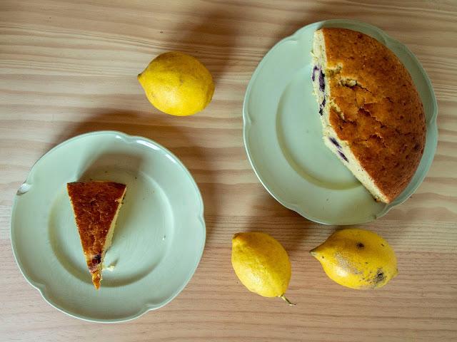 bizcocho de limón y arándanos