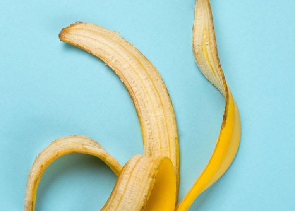 What are the benefits of banana peel for hair