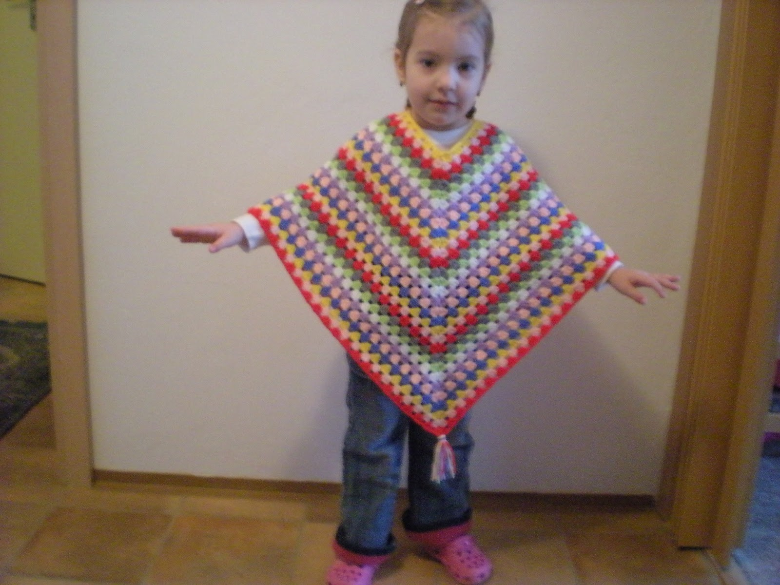 Free Crochet Poncho Pattern For Little Girl : EmmHouse: Cute little Ponchos ? free crochet pattern