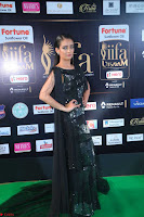 Akshara Haasan in Shining Gown at IIFA Utsavam Awards 2017  Day 2 at  16.JPG