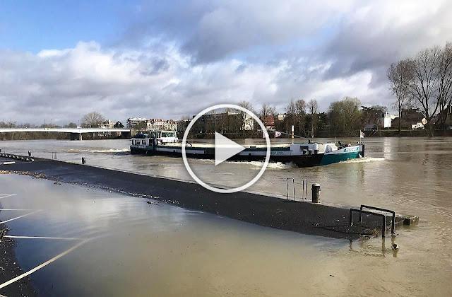 Сена преля, парковете край реката във френската столица са под вода (ВИДЕО)