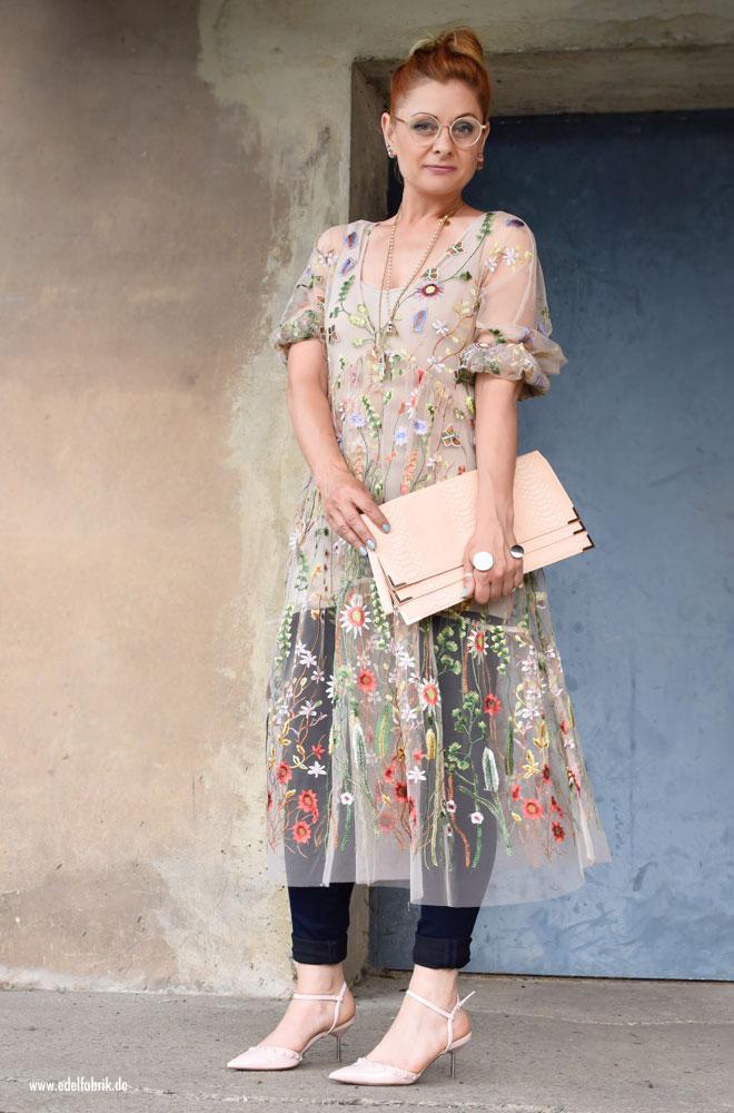 Rosa studded Heels, transparentes Tüllkleid