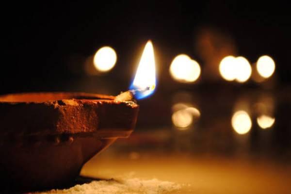 दीये जलाने की प्रेरणा से कोरोनामुक्ति का संकल्प