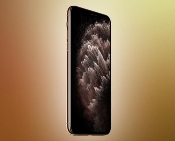 """اختبرت DisplayMate شاشة iPhone 11 Pro Max الذي حصل على أعلى الدرجات ، A + ، بينما أضاف أنه في جودة """"أفضل بكثير"""" من جودة جميع منافسيه من السوق. يشيرون إلى أنه تم رش العديد من السجلات ، مثل السطوع الأقصى لها ."""