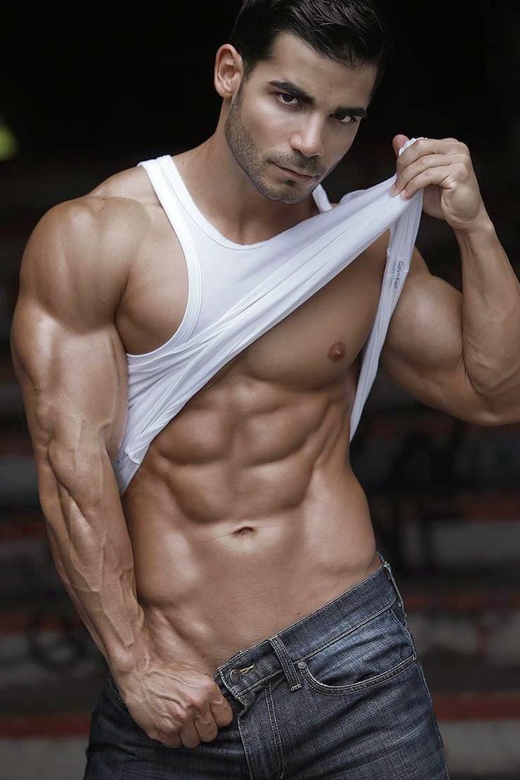 очень мускулистые симпатичные парни без всяких проблем