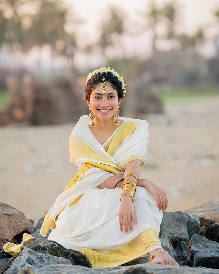 Saipallavi Latest Saree Pics or New Images