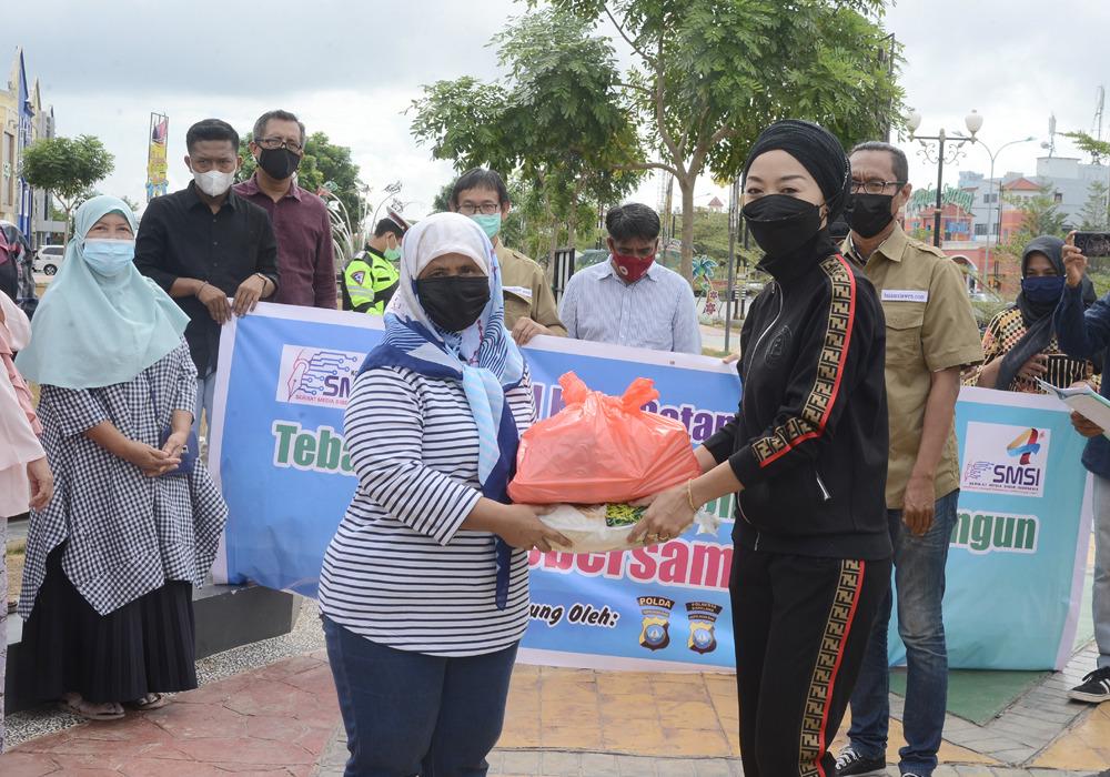 SMSI Kota Batam Berbagi, Ratusan Paket Sembako Dibagikan Ke Masyarakat